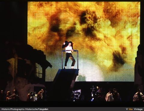 earth song performancetwo
