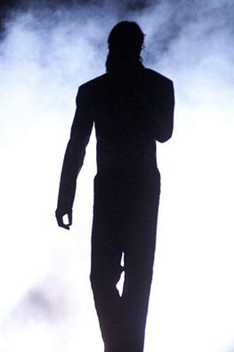 ICONIC SILHOUETTE TWO